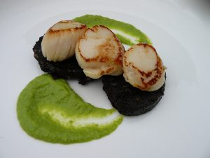 seared-scallops-with-pea-pure-and-blackpudding