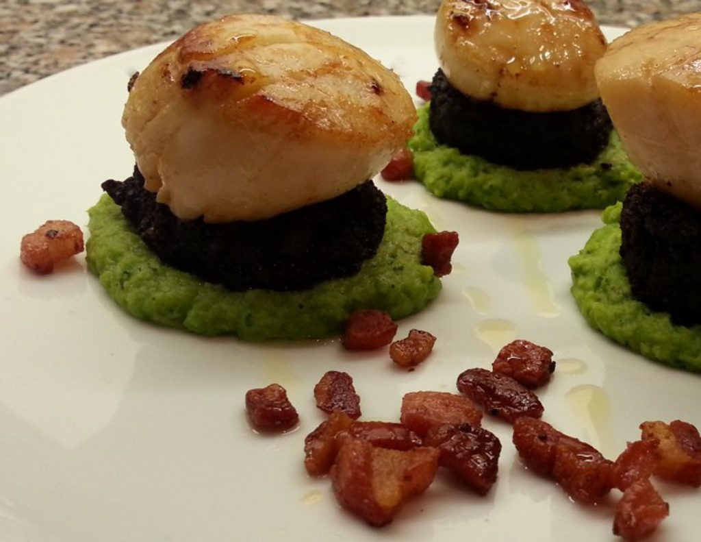 scallops with pea pure